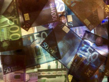 Zondag 10 november draait alles om geld